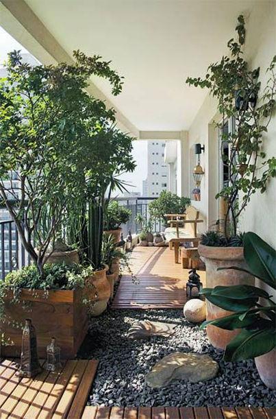 Ook als je alleen een balkon hebt kun je genieten van het buitenleven ...